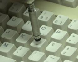 Jovens criam protótipo para deficientes acederem às tecnologias de informação